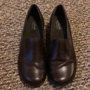 CLARKS Ladies Slip On Loafers Leather Sz 7M